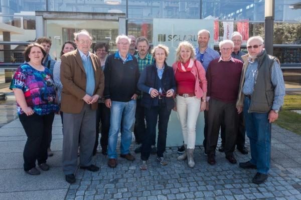 Die Besichtigungsgruppe vor der Fa. SOLARLUX